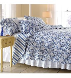 King Mary Blue Floral Quilt Sets
