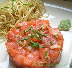 TARTARE DE SAUMON comme un sashimi (coeur de filet de saumon, gingembre mariné japonais en lamelles, sauce soja, sucre, vinaigre de riz, poivre, ciboulette fraîche, wasabi)