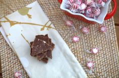 Chocolatey peppermint protein bark from Chasing Raspberries Healthy Protein Bars, Protein Bar Recipes, Mint Candy, Vanilla Protein Powder, White Chocolate Chips, Raspberries, Baking Pans, Health And Nutrition, Peppermint
