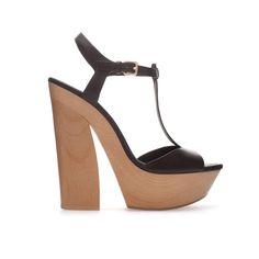 15 zapatos de vértigo que dominan la temporada: Zara  http://www.glamour.mx/moda/shopping/articulos/zapatos-de-tacon-alto-tendencias-moda/1459