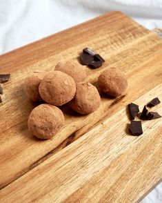 Vegan Dark Chocolate Truffles!   Quick and Easy 4 Ingredient Vegan Dark Chocolate Truffles Recipe! Great for beginners! DAIRY FREE!
