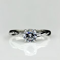 Solitaire Twist 1ct Engagement Ring