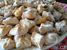Koláčky vhodné pro pouťové dny, ale také k domácím oslavám nebo na svatební stůl. Czech Recipes, Ethnic Recipes, Biscuit Cookies, Top Recipes, Sweet And Salty, Sweet Desserts, Pretzel Bites, Cookie Recipes, Deserts