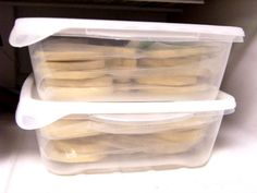 My frozen assets! I love that sugar cookies can be frozen! I have a lot of cookies that I want to give and mail next week, but I knew I. Iced Sugar Cookies, Sugar Cookies Recipe, Royal Icing Cookies, Cupcake Cookies, Fancy Cookies, Cut Out Cookies, No Bake Cookies, Macarons, Frozen Cookies