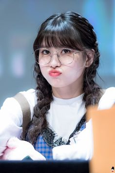 Love Momo and will love forever. Twice ( MOMO ) I Love momo. Nayeon, Kpop Girl Groups, Korean Girl Groups, Kpop Girls, Snsd Yuri, Sana Momo, Hirai Momo, South Korean Girls, My Girl