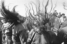 kleidersachen — incrdblyclose: Kurdish Sufis by Kaveh Golestan,. Dance Photography, Street Photography, Black White Photos, Black And White, Sufi Saints, Naher Osten, Old School Fashion, Dance Paintings, Iranian Art