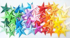 Sterne basteln geht einfach und sieht wirklich toll aus. In dieser Video Anleitung zeigen wir dir, wie es geht. Dazu brauchst du nur eine Sache.
