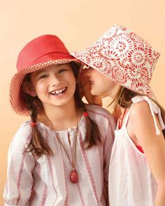 Reversible Summer Hat tutorial with free templates in children's and adult sizes! Awesome!