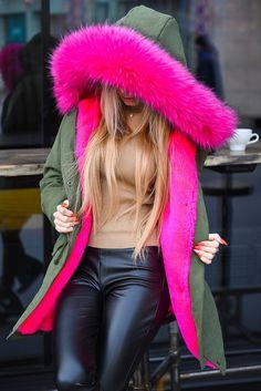 """Парка с ярким мехом на капюшоне: продажа, цена в Одессе. куртки женские от """"Интернет-магазин стильной одежды """"x04y"""""""" - 461812591"""