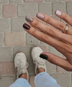How to use nail polish? Nail polish on your own friend's nails looks perfect, but you can't apply nail polish as you want? You will get gone nail polish co Minimalist Nails, Autumn Nails, Fall Nail Art, Fall Nail Colors, Nails Design Autumn, Cute Fall Nails, Pretty Nail Colors, Metallic Colors, Ten Nails