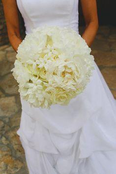 Elegant all-ivory bridal bouquet by David Kurio Designs - Texas wedding photos by Christina Carroll Photography via junebugweddings.com