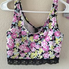 Forever21 crop top Super cute only worn a couple times. ask for discounted shipping! bundle and save Forever 21 Tops Crop Tops
