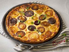 Karamellisoitu sipulipiirakka Finnish Recipes, Food Inspiration, Kitchen Inspiration, Love Food, Veggies, Pie, Vegetarian, Yummy Food, Baking