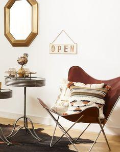 Dieser Tolle Butterfly Stuhl Aus Braunem Leder Ist Das Highlight Dieses  Wohnzimmers