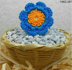 Tecendo Artes em Crochet: Florzinha Fofa com Gráficos em Três Tamanhos!