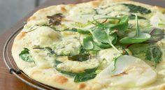Pizza à la poire et à la fourme d'Ambert La Bouillabaisse, Snacking, Pizza Party, Mets, Camembert Cheese, Tapas, Potato Salad, Chicken, Quiches