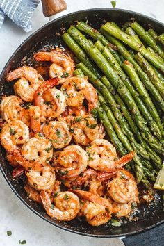 Lemon Garlic Butter Shrimp with Asparagus – So much flavor and so easy to throw together, this shrimp dinner is a winner! Lemon Garlic Butter Shrimp with Asparagus – So much flavor and so easy to throw together, this shrimp dinner is a winner! How To Cook Asparagus, Asparagus Recipe, Shrimp With Asparagus, Sauteed Shrimp, Recipes With Asparagus, Asparagus Skillet, Asparagus Stir Fry, Grilled Shrimp Skewers, Buttered Shrimp Recipe