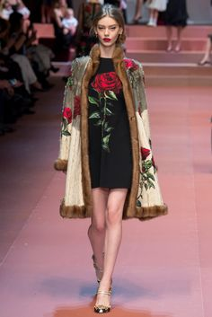 Dolce & Gabbana - Fall 2015 Ready-to-Wear - Look 72 of 91?url=http://www.style.com/slideshows/fashion-shows/fall-2015-ready-to-wear/dolce-gabbana/collection/72