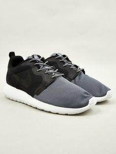 fecef6fd6586 Nike Men s Rosherun HYP QS Sneakers