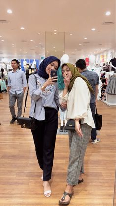 Outfits For Teens, Cool Outfits, Fashion Outfits, Women's Fashion, Casual Hijab Outfit, Ootd Hijab, Look Office, Hijab Fashion Inspiration, Korean Street Fashion