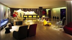 the Sanderson Hotel in London Hotel Lobby Design, Philippe Starck, Fine Hotels, Best Hotels, Amazing Hotels, Virée Shopping, Theme Hotel, Interior Decorating Styles, Hotel Stay