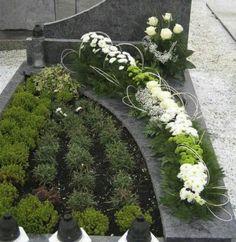 Funeral Flower Arrangements, Modern Flower Arrangements, Funeral Flowers, Grave Decorations, Cemetery Flowers, Arte Floral, Fall Flowers, Flower Art, Diy And Crafts