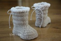 Crochet baby booties. Made from acrylic yarn. Size : 3-6 months. Length: 10,3 cm.- 4 1/8 inches    Hand wash in cool water.    You can find me on
