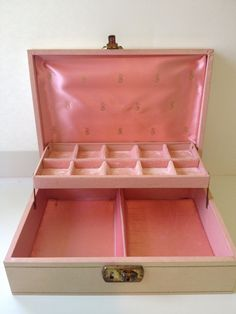 Vintage Pale Pink Jewelry Box with Velvet Pink Interior 22