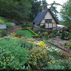 Mixed-use cottage garden