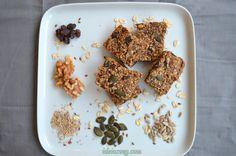 Barrinhas cruas de aveia, sementes, nozes, banana e uvas passas #receita #vegana #vegetariana #vegan #vegetarianismo #veganismo