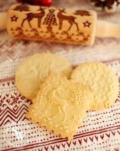 The delicious iconic festive flavours are in my Christmas Spiced Biscuits. The best Embossed Rolling Pin Biscuit Recipe to keep the pattern when cooking. Mince Pie Filling, Mince Pies, Christmas Biscuits, Christmas Baking, Chocolate Truffles, Chocolate Chip Cookies, Easy Biscuit Recipe, Christmas Cheesecake, Spice Cookies