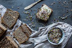 Opravdu dobrý žitný chléb je jako sůl nad zlato. Takový chléb dokážiocenit nejen proto, že je chuťověskvělý a ve spojení s máslem, špetkou soli a čerstvými ředkvičkovými klíčky, ředkvičkou nebo jinou zeleninou tvoří prostě harmonii chutí na jazyku, ale také proto, že jeho vliv na naše zdraví je nevyčíslitelnév porovnání s ...