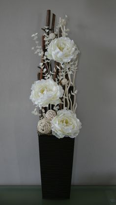 Aranžmá s krémovými pivoňkami v přírodním / Zboží prodejce jircice - Top-Trends Large Flower Arrangements, Funeral Flower Arrangements, Vase Arrangements, Floral Centerpieces, Floor Vase Decor, Vases Decor, Paper Flower Art, Paper Flowers, Flower Decorations