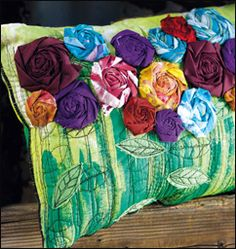 Wild quilted pillow pattern made with fabric scraps and unusual fabric art techniques. Detailed tutortial to make pillows like this. How To Make Pillows, Diy Pillows, Decorative Pillows, Modern Pillows, Pillow Ideas, Handmade Pillows, Easy Sewing Projects, Sewing Crafts, Sitting Pillows