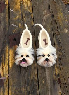 Exclusive personalized Yorkshire Terriers dogslippers. Any breed, any animals, any size for order.  See all my funny animals slippers - dogs, cats, foxes, birds, dragons and other: https://www.etsy.com/shop/DarkaYarka?ref=l2-shopheader-name§ion_id=22264967  Product description:  Our felt #yorkshireterrier