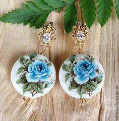"""Купить Серьги """"Голубая роза"""" - голубой, легкие серьги, серьги с тенша, серьги с бусинами тенша"""