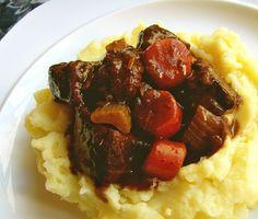 Easy, delicious and healthy Beef Bourguignon: Succulent Beef Stewed in Cheap Merlot recipe from SparkRecipes. See our top-rated recipes for Beef Bourguignon: Succulent Beef Stewed in Cheap Merlot. Meat Recipes, Cooking Recipes, Healthy Recipes, Healthy Food, Chilli Recipes, Budget Recipes, Entree Recipes, Oven Recipes, Bon Appetit