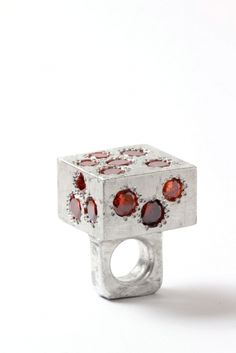 Jewelry | Jewellery | ジュエリー | Bijoux | Gioielli | Joyas | Art | Arte | Création Artistique | Artisan | Precious Metals | Jewels | Settings | Textures | Karl Fritsch Ring