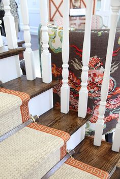 Beautiful fabric and perfect rug trim detail! Habitually Chic®: Hamptons Designer Show House: Entry Interior Inspiration, Design Inspiration, Interior Ideas, Staircase Railings, Stairways, Cheap Carpet Runners, Entry Foyer, Entrance Hall, Carpet Stairs