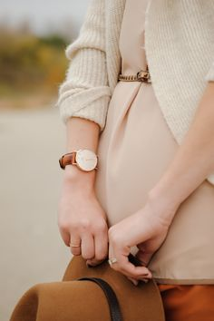 This Daniel Wellington watch and that sweater  http://urbantrait.com/collections/daniel-wellington/products/classic-st-andrews-lady-rose  #danielwellington #ladieswatch