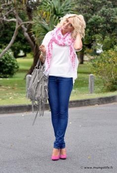 the scarf brings it all in.Cute!