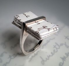 Ring with a slit to store:     A) love letter  B) treasure map  C) shopping list  D) credo  E) A, B and D