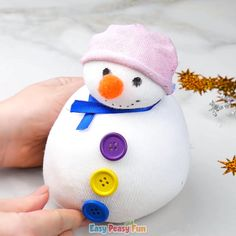 Whether you are looking for a cute DIY gift or for a unique door stopper this no-sew sock snowman craft is certainly something to try. This craft is perfect for Pinterest Christmas Crafts, Diy Christmas Art, Prim Christmas, Christmas Trees, Sock Snowman Craft, Snowman Crafts, Snowman Wreath, Animal Crafts For Kids, Winter Crafts For Kids
