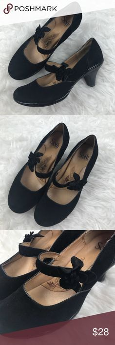 "Sofft Benita Flower Suede Mary Jane Heels Good condition Sofft Benita Flower Accent Suede Mary Jane Heels. Size 7. Black leather suede. Heels are 2"" and super easy to walk in. Padded insole and elastic strap. No trades, offers welcome. Sofft Shoes Heels"