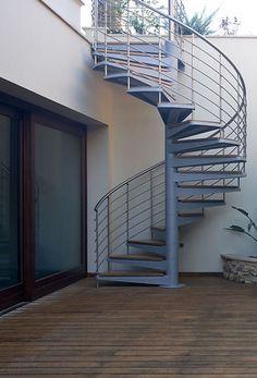 R novation d 39 escalier en ext rieur vers une terrasse for Escaleras de metal para exteriores