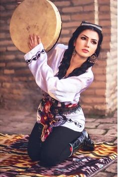 Beautiful People, Beautiful Pictures, Beautiful Women, Beauty Art, Beauty Women, Hijab Gown, She's A Lady, Central Asia, Muslim Fashion