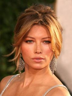 jessica biel layered updo hairstyle with a pouf for oval face Jessica Biel, Celebrity Wedding Hair, Wedding Hairstyles, Cool Hairstyles, Messy Updo, Messy Hair, Le Jolie, Good Hair Day, Hair Dos