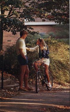 pulitzerprincess:  bluehensays:  Throwback Thursday- University of Delaware Spring 1984  I can never not reblog this..