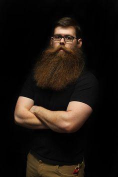 barbu44:  thelastofthewine:  *** Josh's Handsome Big Bush  Voila une vraie barbe.