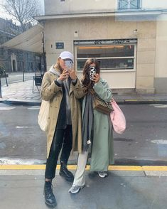 Casual Hijab Outfit, Cute Casual Outfits, Winter Outfits, Bff, Tan Trench Coat, Pose, Scandi Style, New Fashion Trends, Aesthetic Clothes